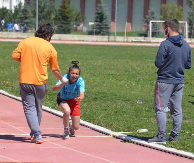 Spor Bilimleri Fakültesi'nde bayıltan sınav! Yardıma sağlık görevlileri koştu 16