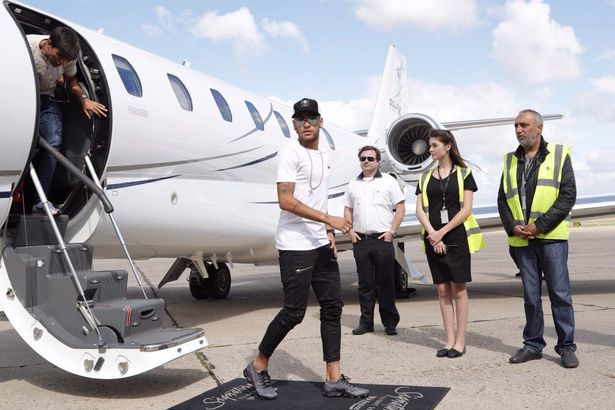 Neymar arrives in Paris (Image: @PSG_inside/Twitter)