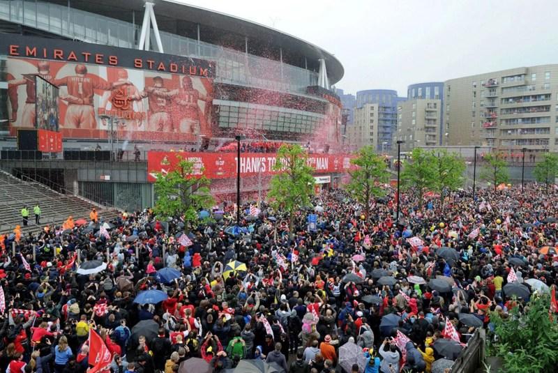 The Arsenal Team greet the fans at Emirates Stadium