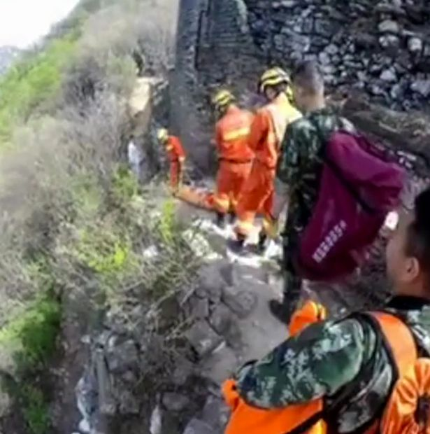 Man miraculously survives spectacular fall from the Great Wall of China