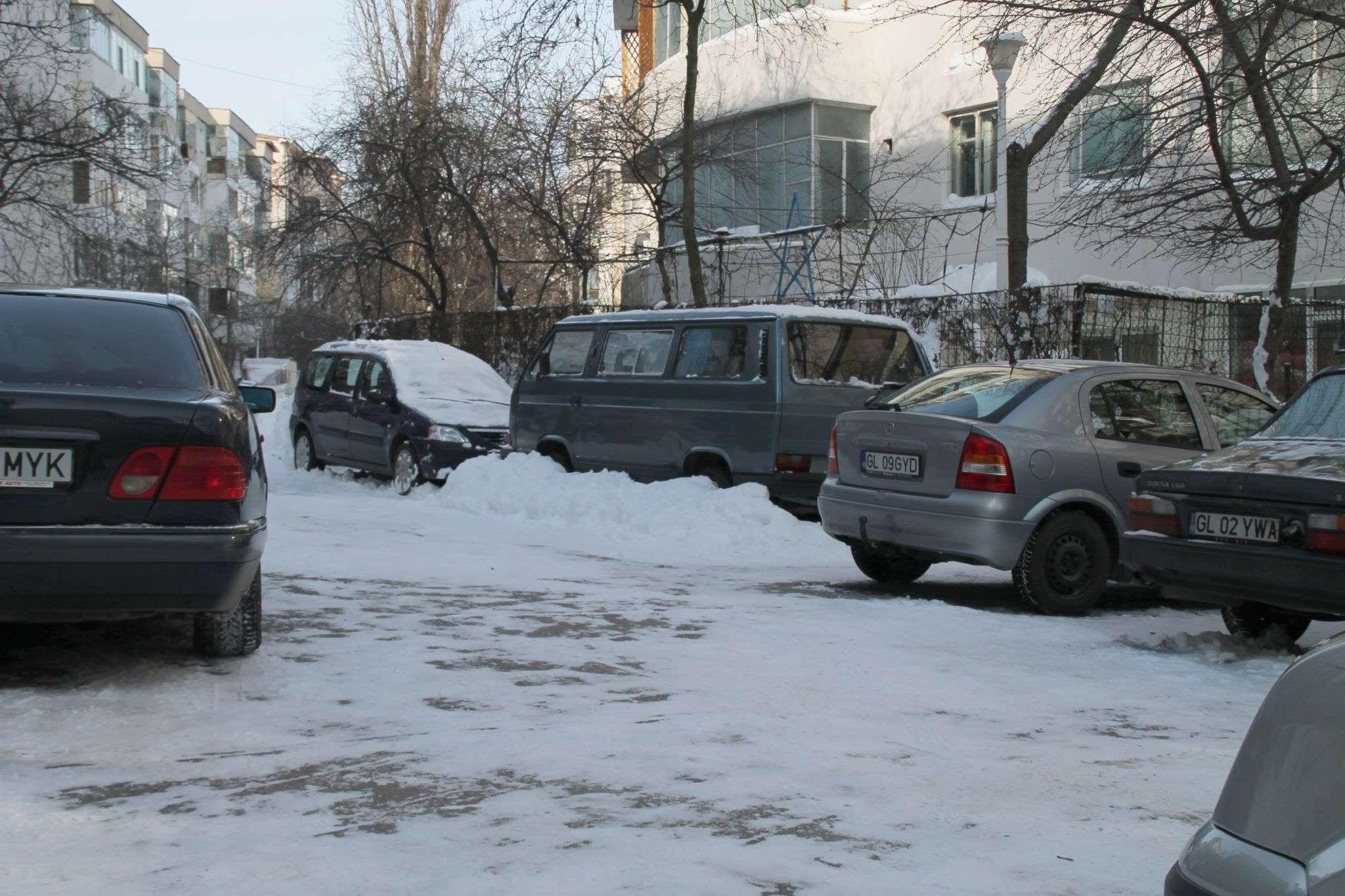 Mare-i minunea ta, Doamne!...masini si parcare deszapezite! 01.02.2014