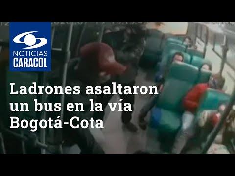 En día de quincena, ladrones asaltaron un bus en la vía Bogotá-Cota