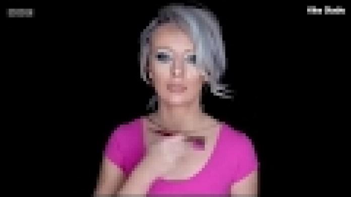 Frau wird unsichtbar ohne magischen Umhang dank Make-Up