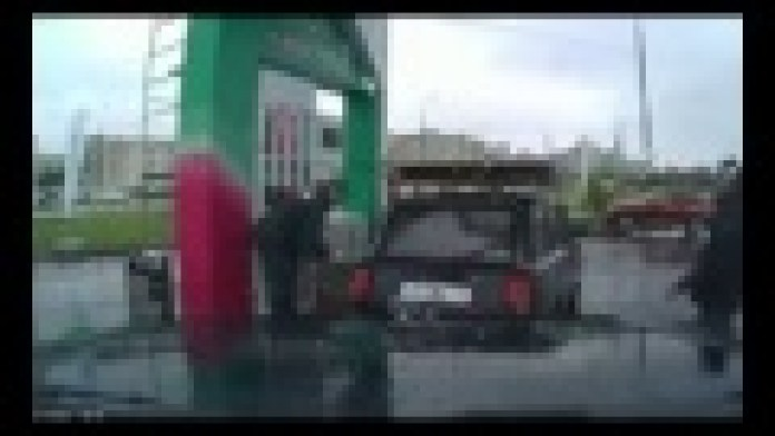 Tanken und Tanzen an russischen Tankstellen