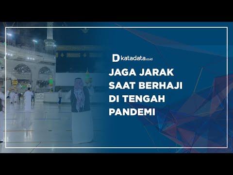 Jaga Jarak saat Berhaji di Tengah Pandemi | Katadata Indonesia