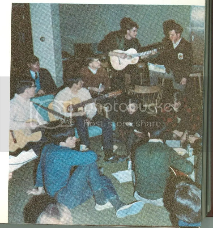 photo 1963bobplayingguitarJCU.jpg