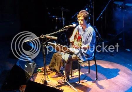 ARTISTA. Sólo con su guitarra, Cabrera enmudeció a la Sala Lavardén.