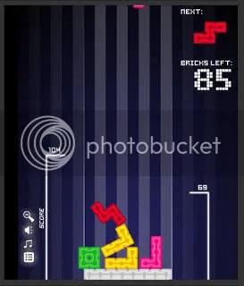 ANTITETRIS. Excelente diseño flash y una vuelta de rosca al clásico juego.