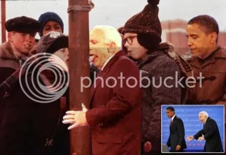 JUEGUITO. McCain juega a pegar la lengua a la columna congelada.