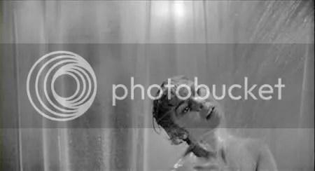 PSYCHO. Parece ser que en el baño, nacen grandes ideas.
