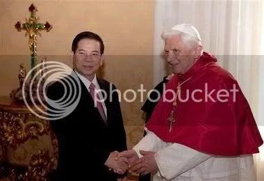 Benedict_XVI_Vatican_11-12-200917.jpg picture by nhacyeuem