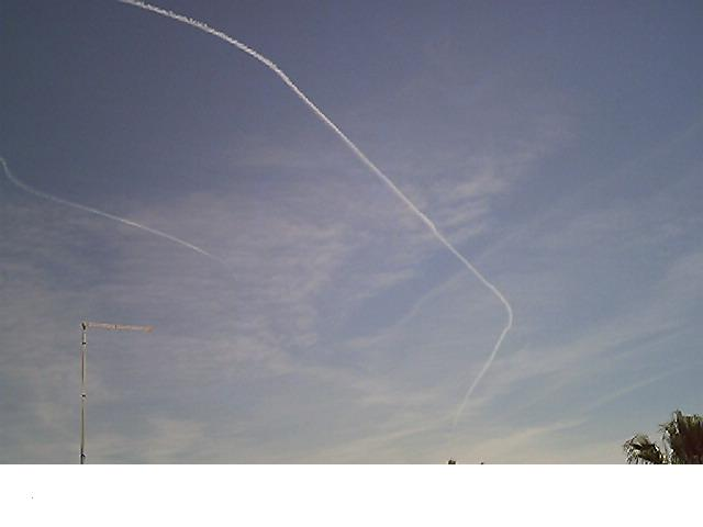 Maniobra imposible de avión fumigador sobre huelva el 24 de Abril de 2008