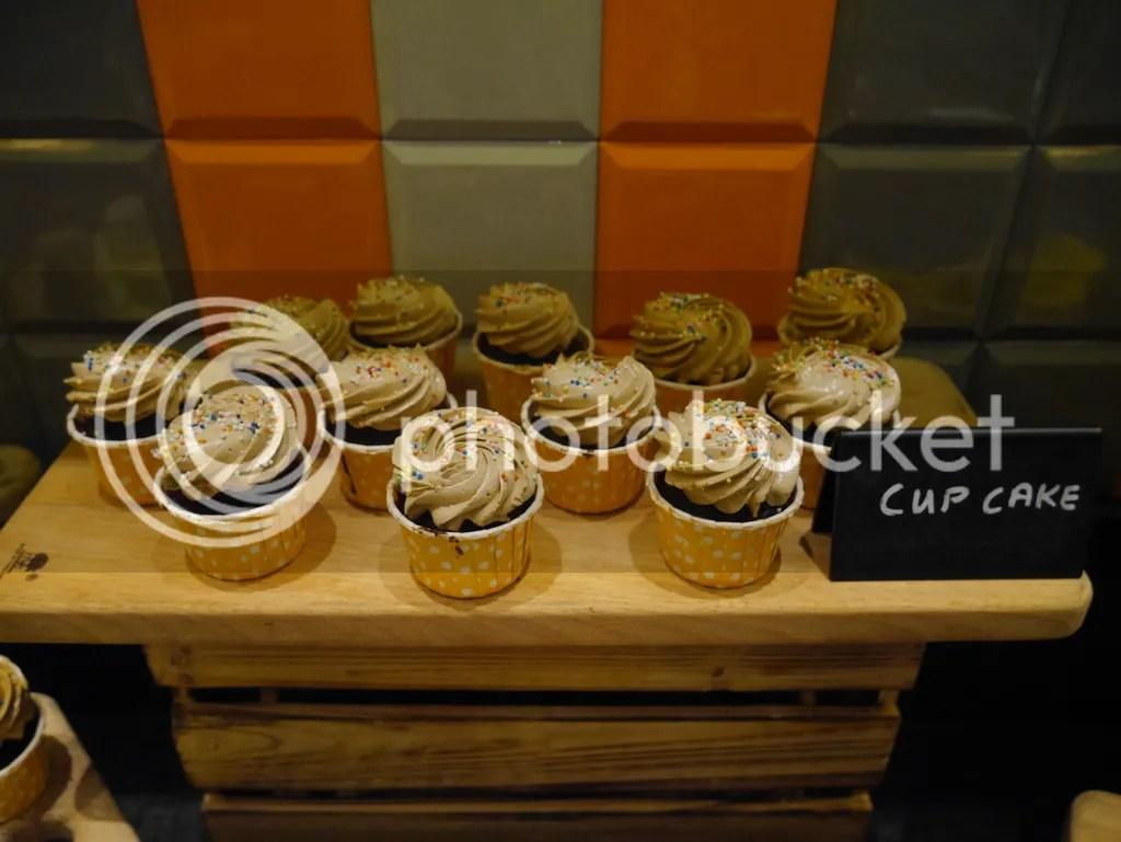 J65 Hotel Jen Tanglin cupcake