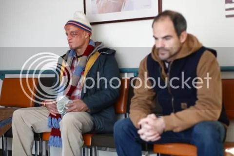 Arthur Poppington (Woody Harrelson) i Paul Carter (Michael Kelly)