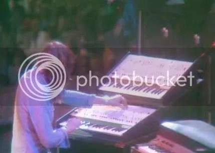 Jon Lord con los sintetizadores