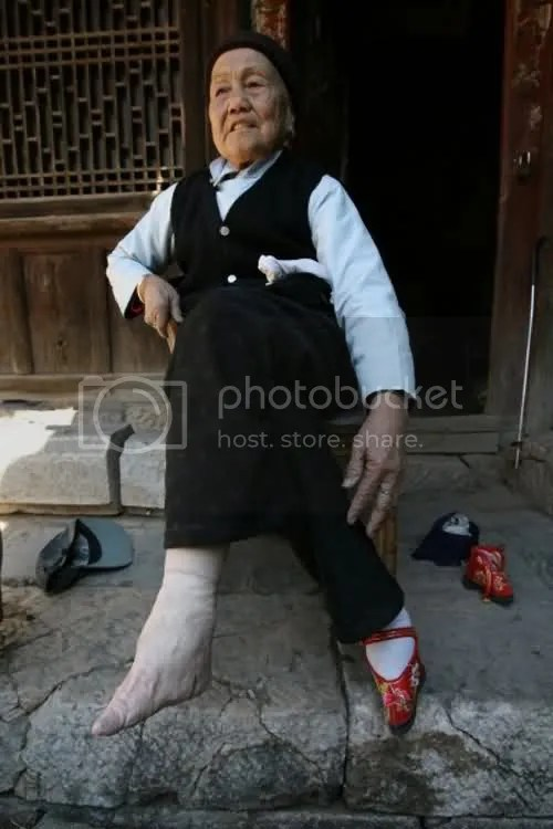 Chinese woman shoes small feet