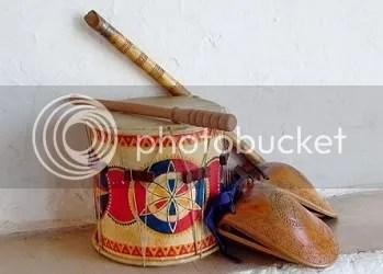Tambor, flauta y castañuelas