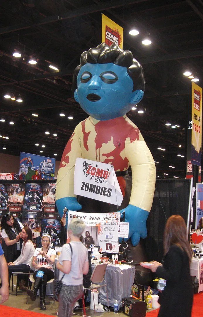 giant zombie kid balloon, C2E2