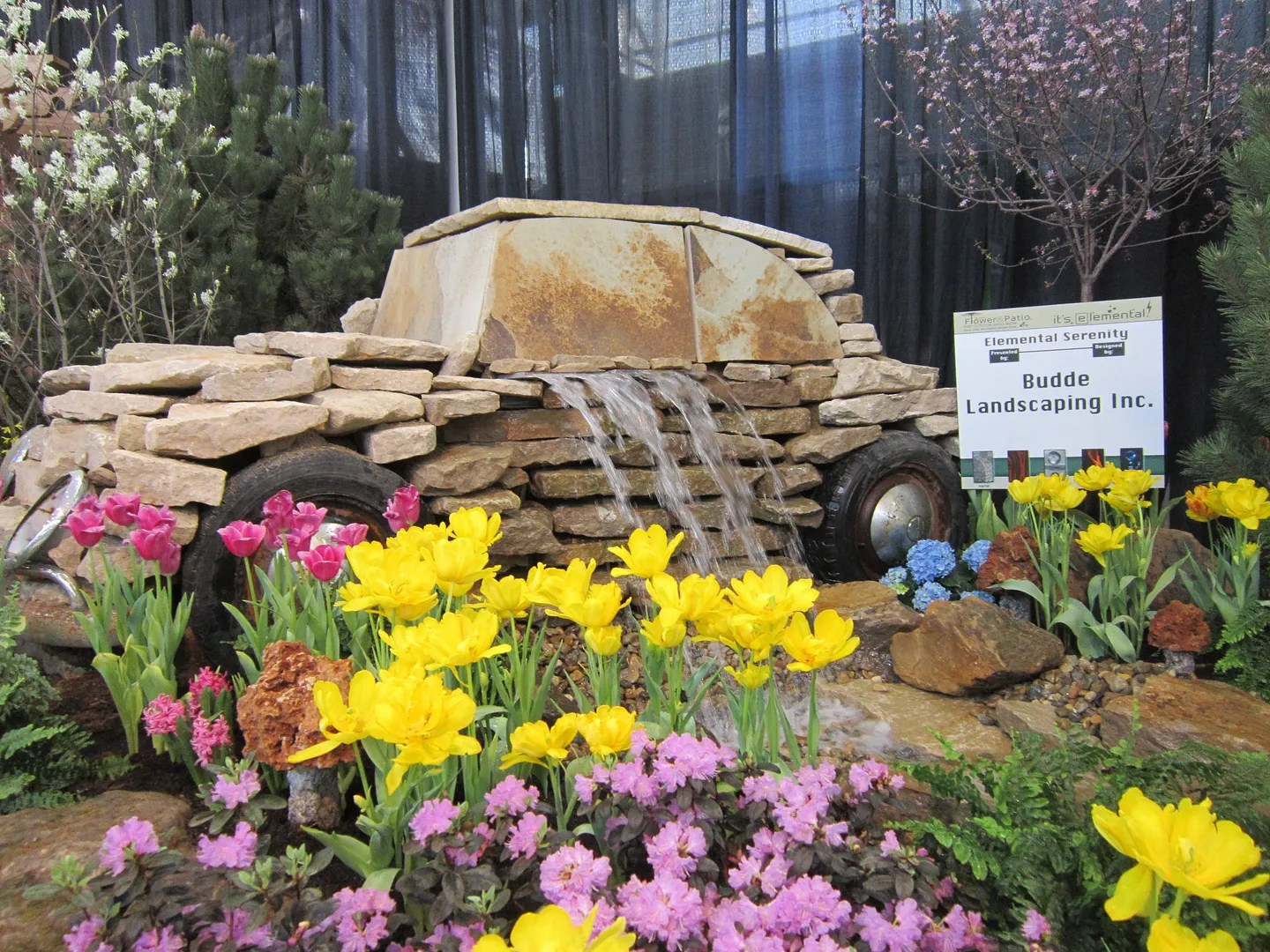 Indiana flowers, rock VW Beetle