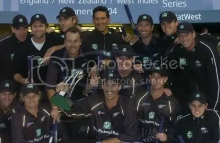 New-Zealand-team-Natwest-Series-trophy