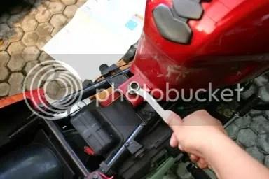 Lepas Tangki Motor