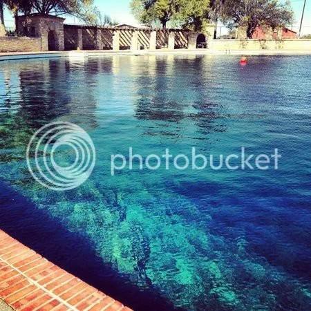 photo Marcia cool pool_zpsvn3d1r4y.jpg