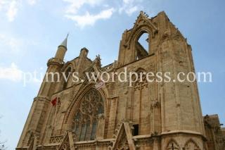 Catedrala catolica Sf Nicolae, transformata in moschee prin daramarea turlelor
