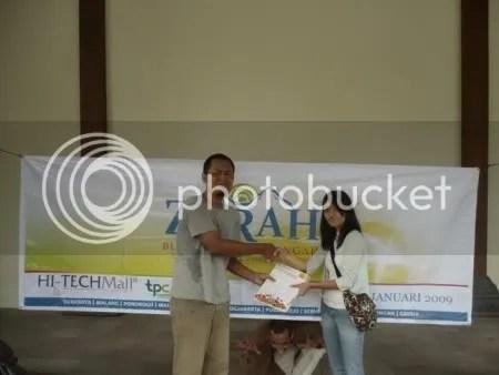 Mantan Kyai bersama sang idola Ngatini is Hot