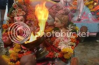 Shakti y Shiva, con su hijo Ganesh, el símbolo de la familia