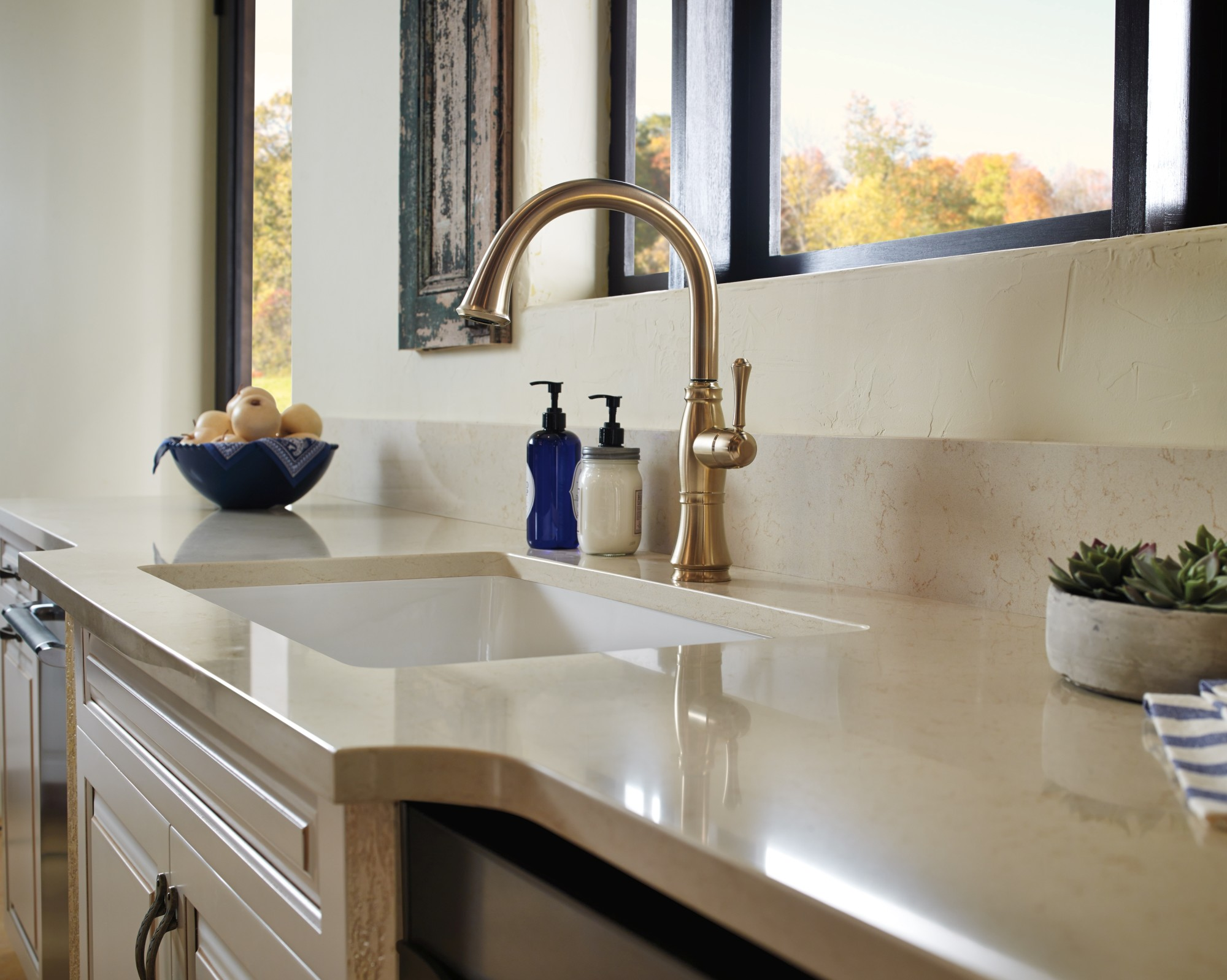 delta cassidy single handle kitchen faucet with spray arctic stainless