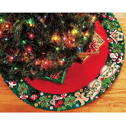Mary Engelbreit Wreath Tree Skirt Felt Applique Kit 42