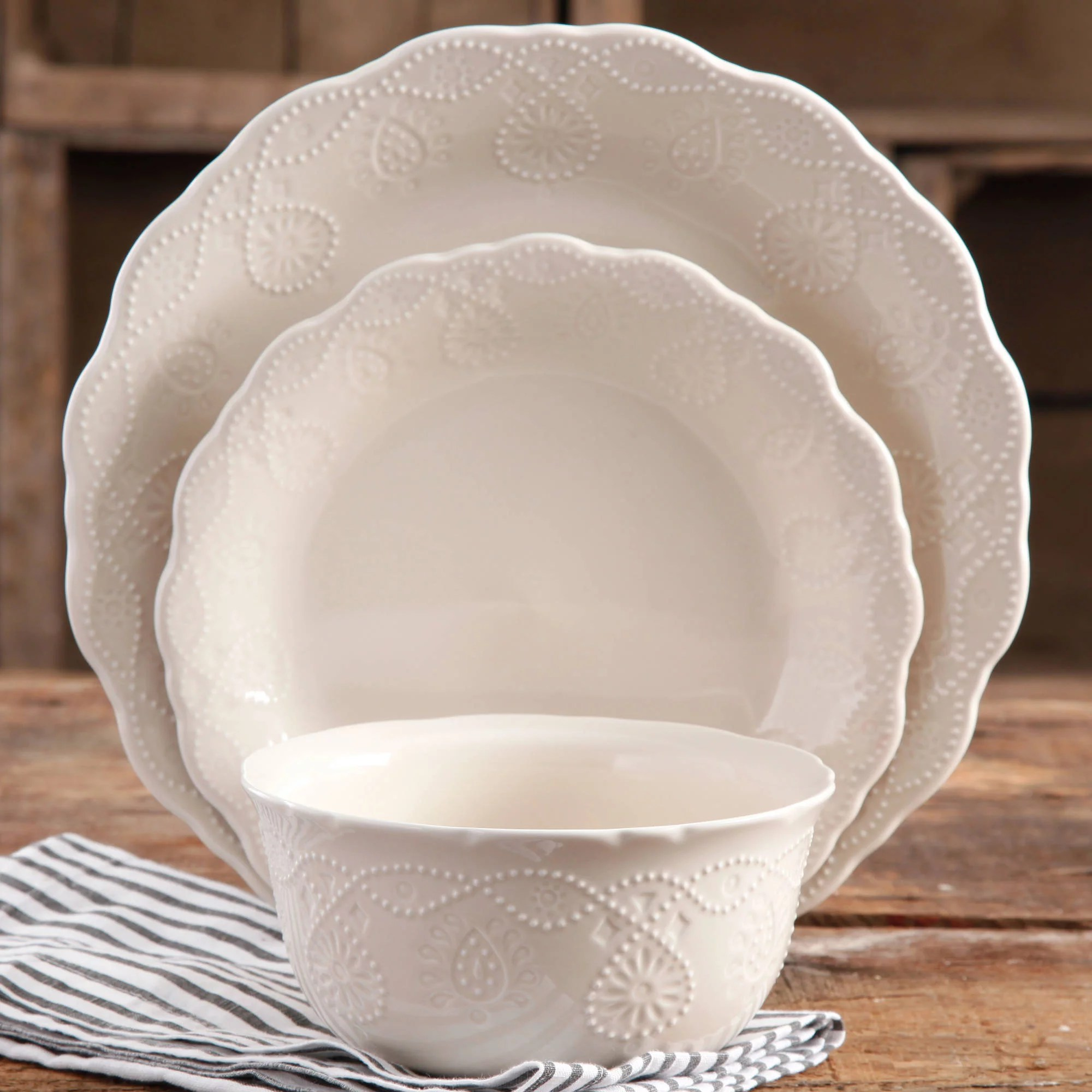 The Pioneer Woman Cowgirl Lace 12 Pc Dinnerware Set White