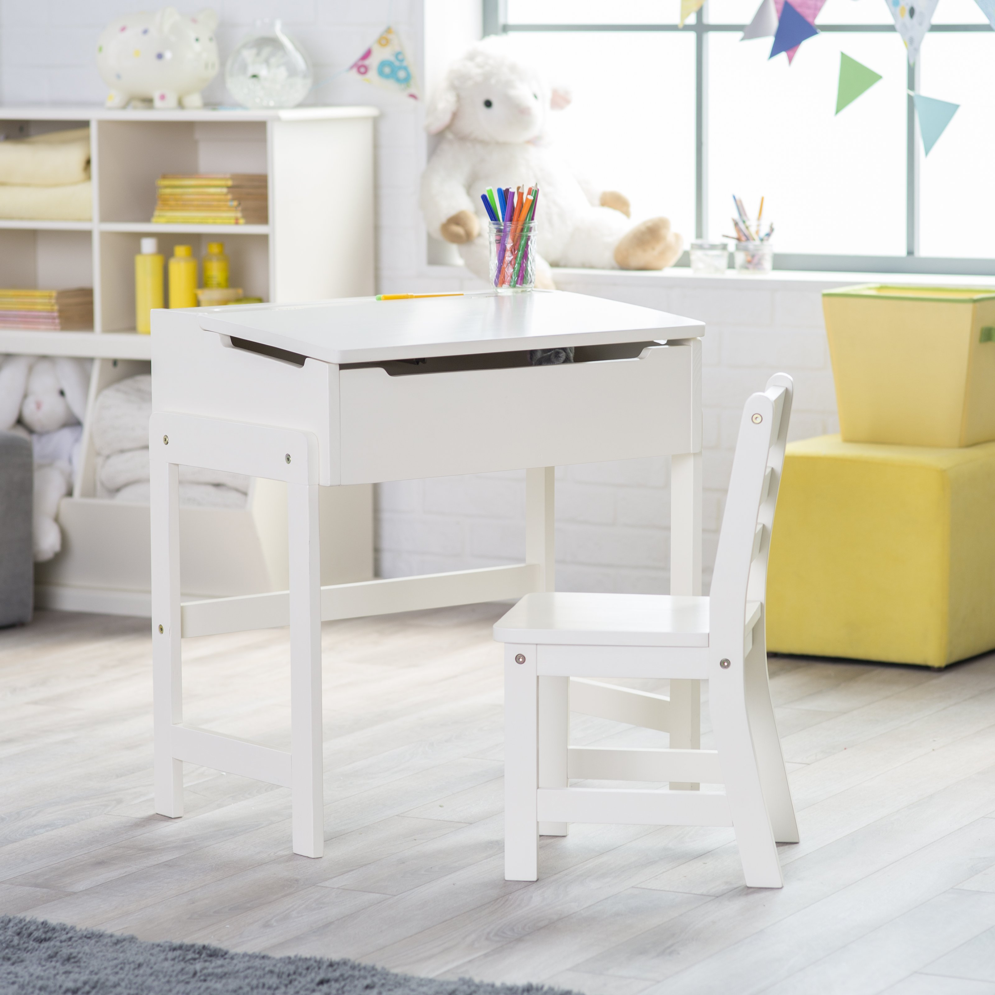 Desk And Chair Set Lipper Schoolhouse Desk And Chair Set Vanilla