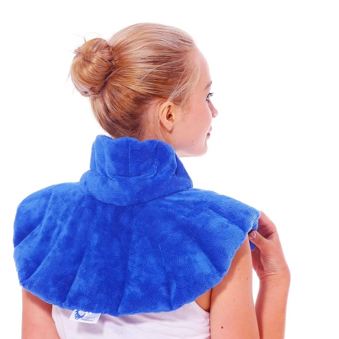 huggaroo neck and shoulder wrap microwavable heating pad with aromatherapy hnws1b walmart com