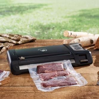 Features of FoodSaver GM710-000 Vacuum Sealer