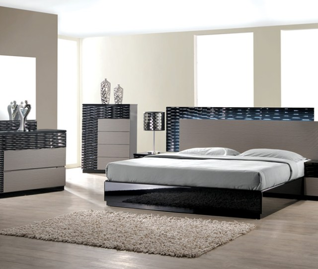 Modern Romania  Piece Bedroom Set Queen Size Bed Leather Like Exterior Mirror Dresser Nightstand Black