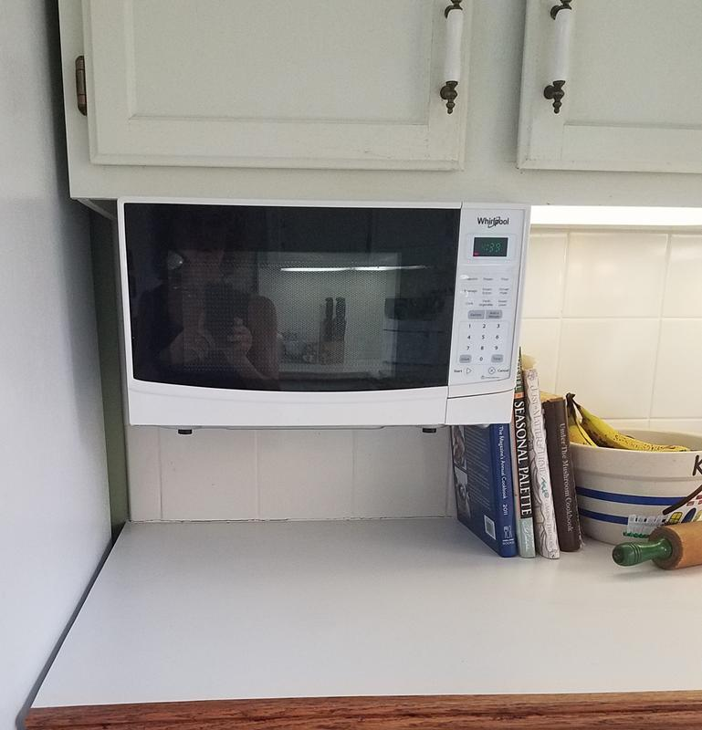 whirlpool 0 7 cu ft under the cabinet microwave oven white
