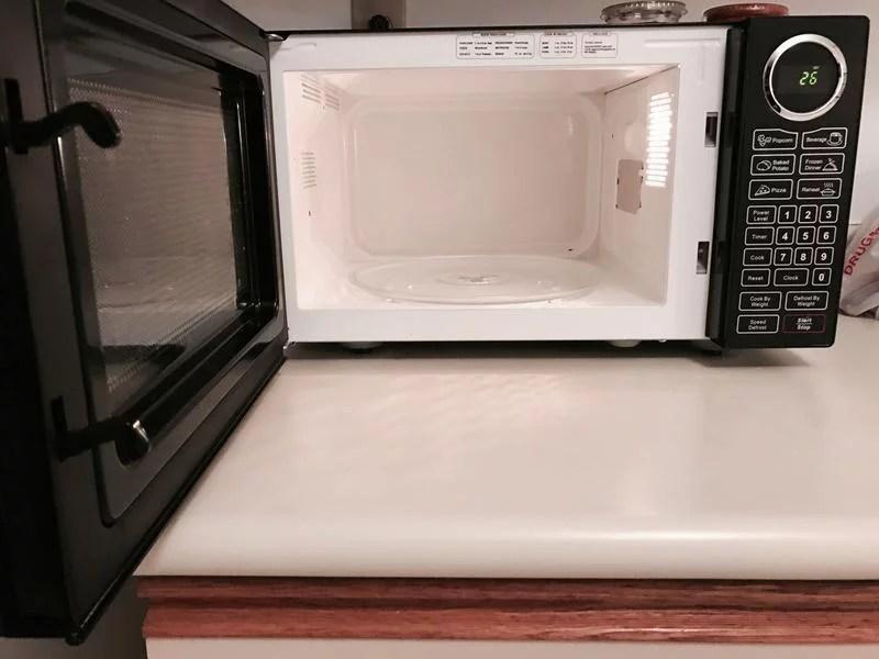 rca 0 9 cu ft microwave black