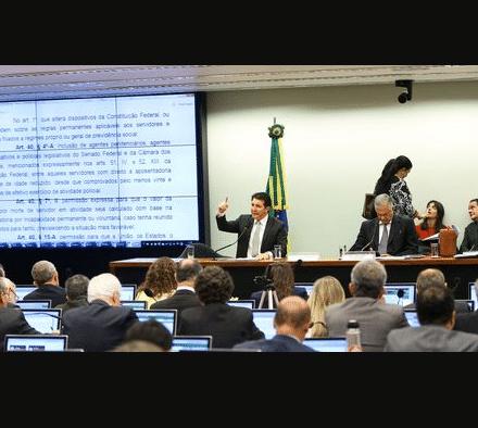 Comissão especial aprova relatório da reforma da Previdência