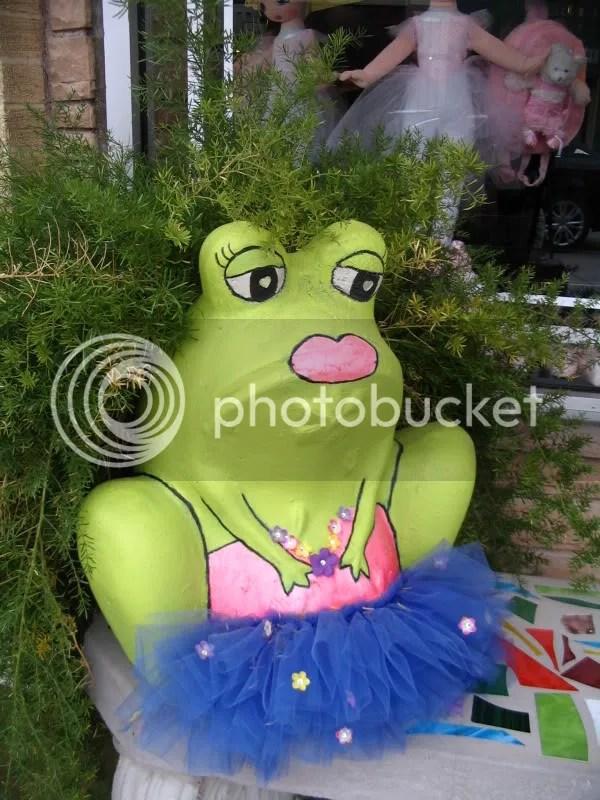 Frog Outside Upstage Dancewear