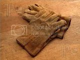 Work-Gloves-Wood-716041.jpg image by awalul