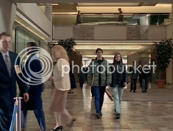 ¿Donde está Wally? Dave Grohl y su esposa posando para la serie, ¿o tendrían un asunto pendiente en el FBI?