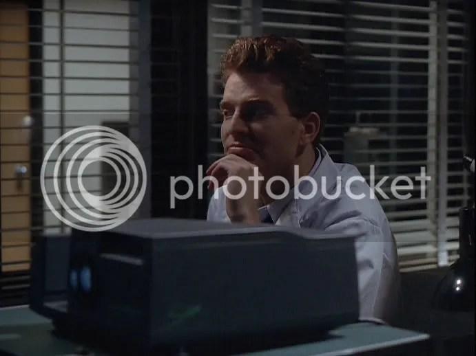 Scully: He visto cosas más extrañas, creame... Pendrell: Ya lo creo que si. Umm ya recuerdo porque Pendrell fue siempre de mis favoritos. Esta escena me hace explotar en risa.