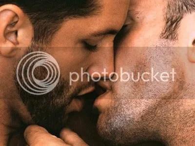 Ao invéz de beijar muitos, beije muito um só. Ou não, a boca e a decisão são suas.