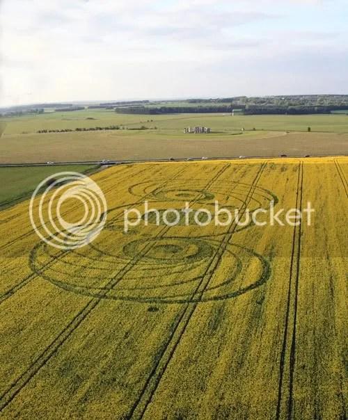 crop circle,Stonehenge