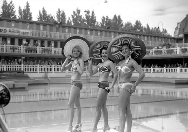 La piscine Molitor Paris  180 euros la journe abonnement annuel  3300 euros
