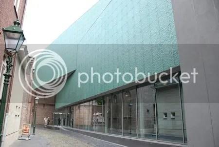 photo DSC_0906GevelStedelijkMuseum.jpg