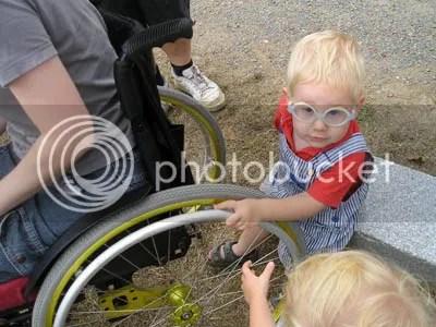Bernat fascinado por los adminículos mecánicos