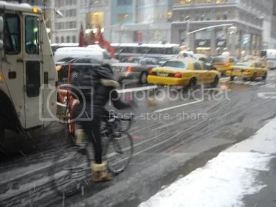 photo winterbicyclisturban_zps7b3fdc2a.jpg