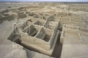 Early farming village in Mehrgarh, c. 7000 BC, with houses built with mud bricks.